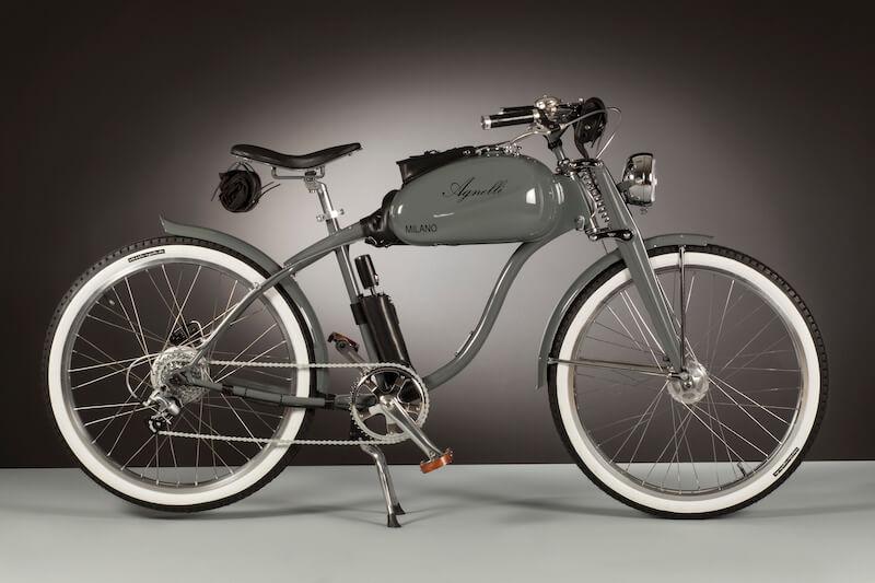 Ispirate alle ciclomotore le biciclette elettriche di Agnelli Milano Bici si contraddistinguono per la forte valenza artistica e artigianale