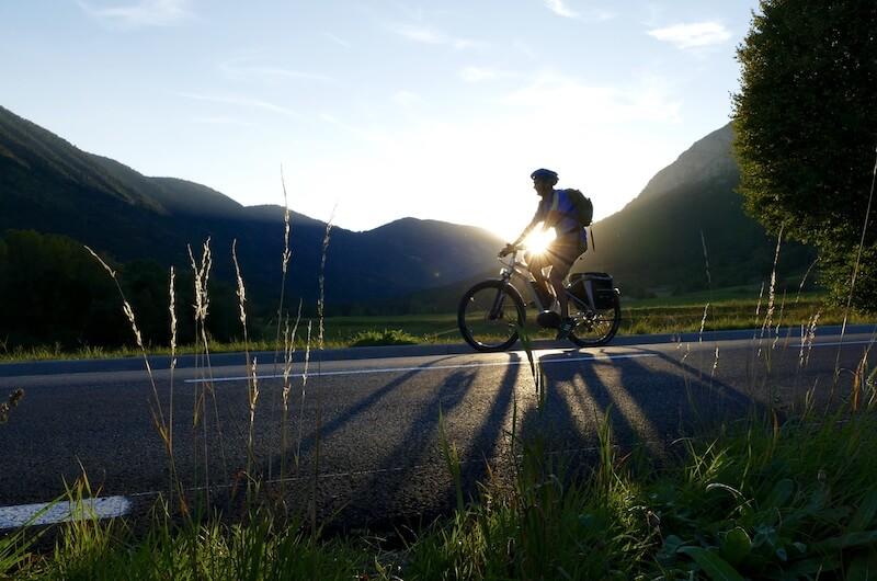 L'e-bike non è solamente utilizzata in città ma anche per percorsi più lunghi in mezzo alla natura
